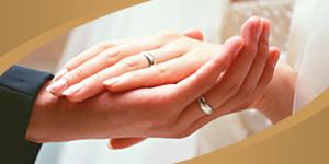 Одним из главных атрибутов свадьбы, безусловно, являются обручальные кольца. Кольцо с древнейших времен почиталось как символ бесконечности, и будущие супруги обмениваются кольцами в подтверждение вечной любви и верности.